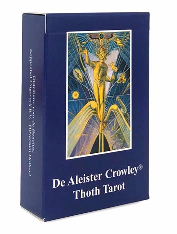 De voorkant van het boek met de titel : Crowley Thoth tarot kaarten Nederlandse editie