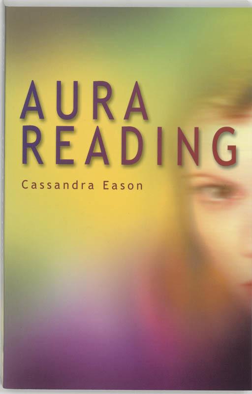 De voorkant van het boek met de titel : Aura reading
