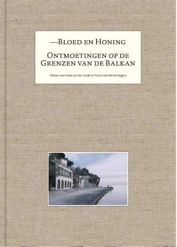 De voorkant van het boek met de titel : Bloed en honing