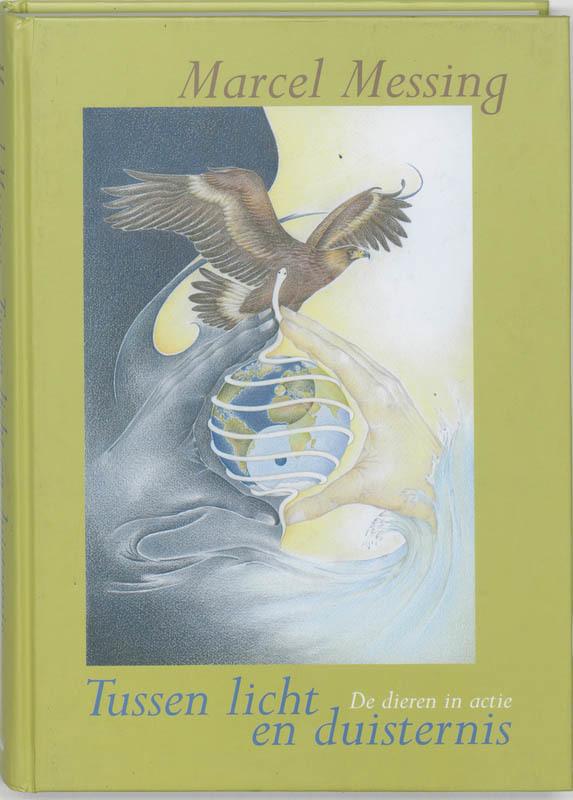 De voorkant van het boek met de titel : Tussen licht en duisternis